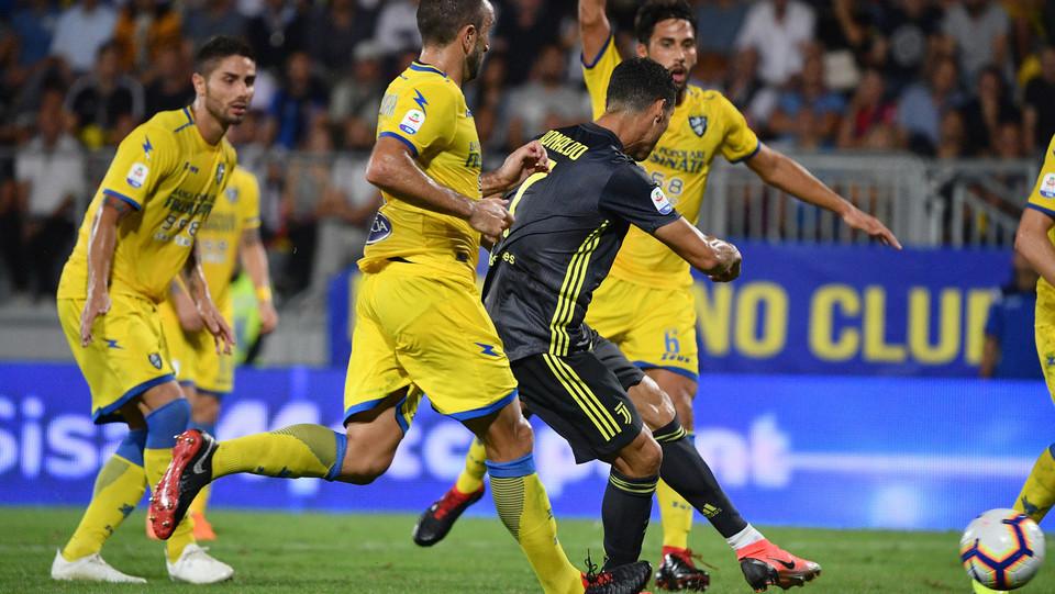 La girata decisiva del portoghese per l'1-0 ©