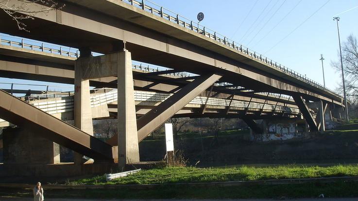 Firenze, studentessa picchiata e violentata su ponte del Varlungo: fermato un 25enne