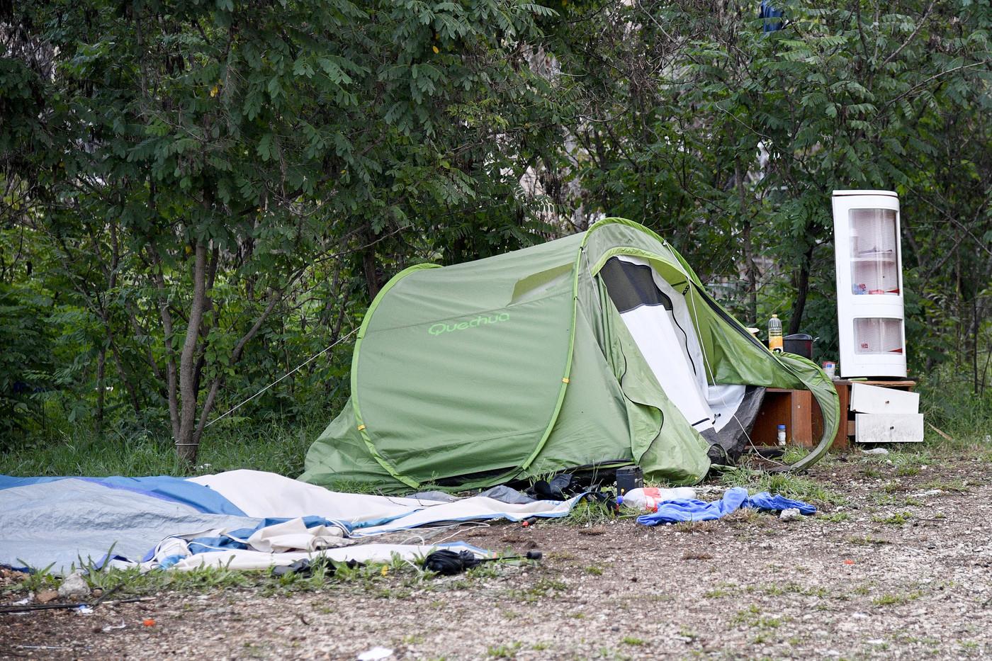 Roma, sgombero al campo nomadi: smantellata la baraccopoli all'ex Casilino