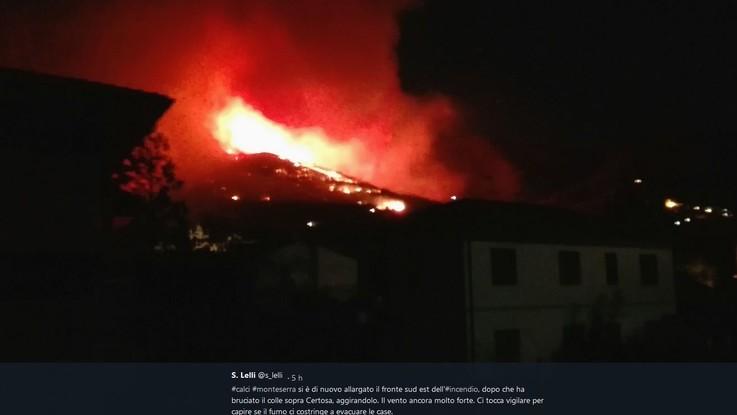 Incendio doloso nel Pisano, almeno 500 persone evacuate nella notte