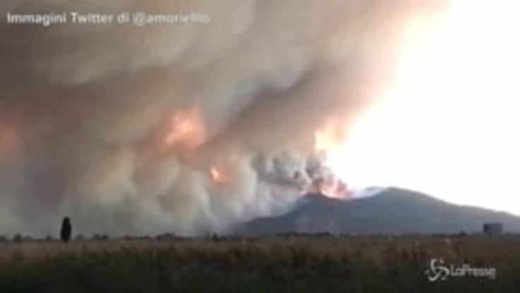 Incendio nel Pisano: il fumo sul monte Serra