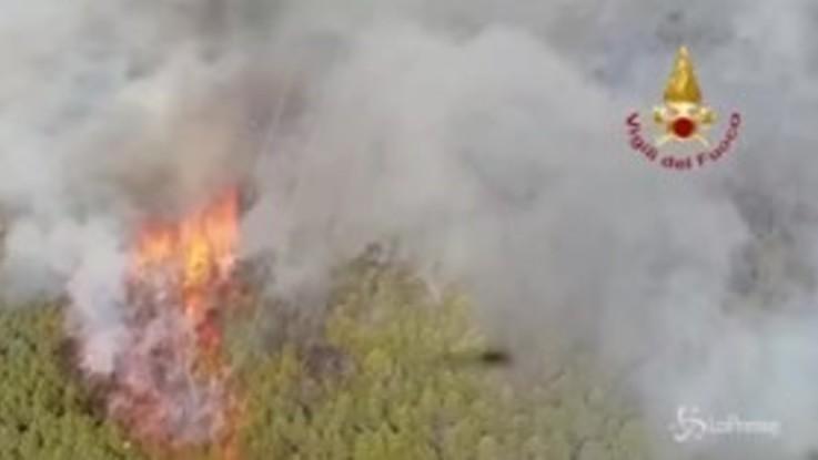 Incendio nel Pisano, fuga dalle fiamme sul Monte Serra