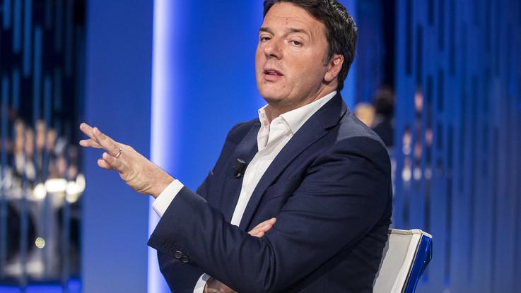 """Renzi picchia duro: """"Zingaretti ambiguo con M5S, 'ola' del governo ai funerali di Genova"""""""