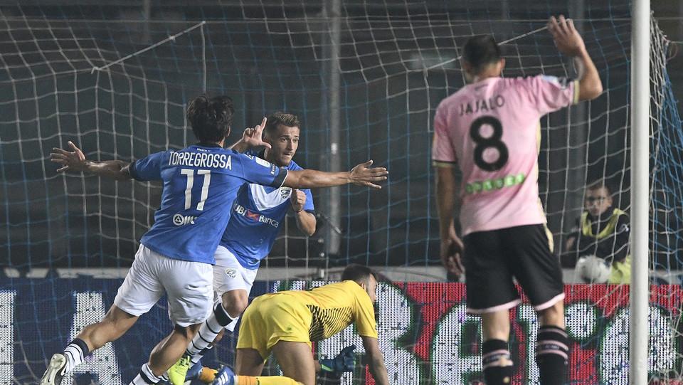 Brescia-Palermo - Si festeggia Donnarumma dopo il 2-0 ©