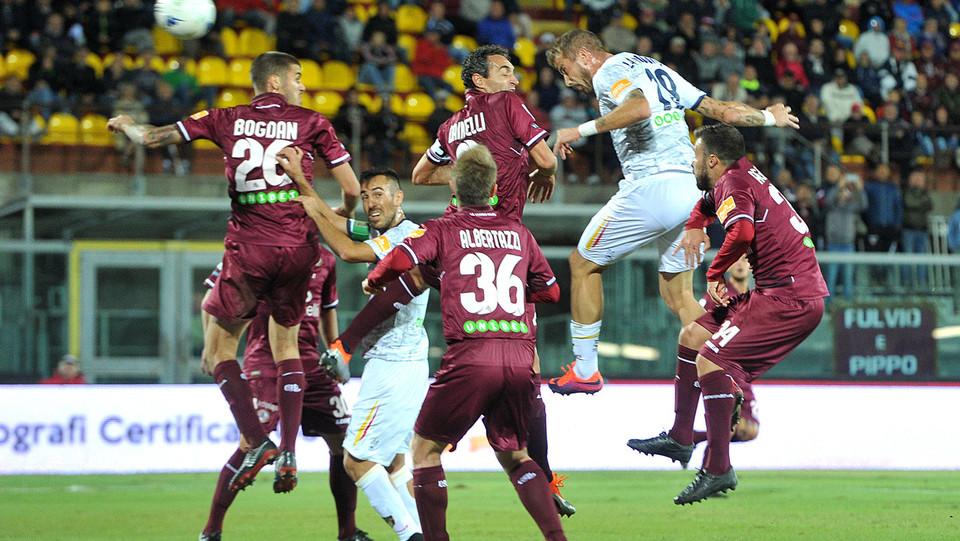 Livorno-Lecce - La Mantia segna il gol dello 0-1 ©