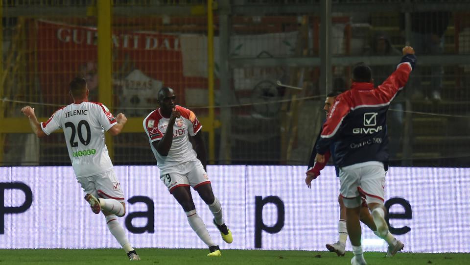 Perugia-Carpi -  Mokulu celebra il gol della vittoria ©