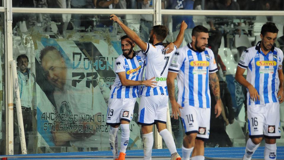 Pescara-Crotone - Mancuso celebra il gol ©