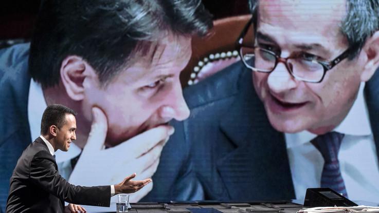 """Governo, Di Maio: """"Nessuna richiesta di dimissioni per Tria, è una manovra del popolo"""""""