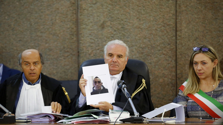 Cucchi, sit in davanti al tribunale: nuova udienza per cinque carabinieri
