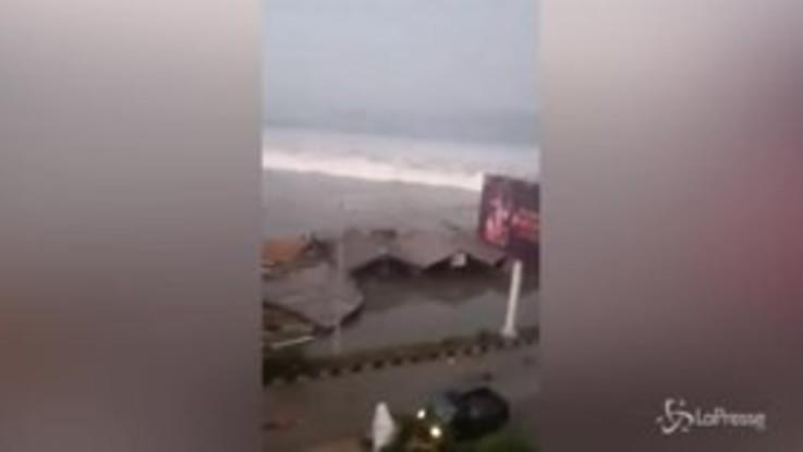 Indonesia colpita ancora: terremoto di magnitudo 7.5 e tsunami
