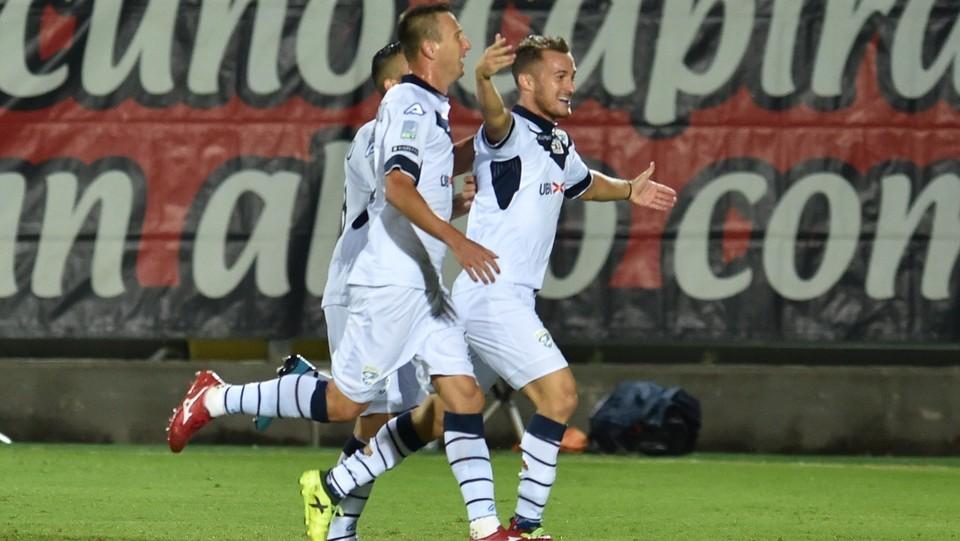 Crotone-Brescia 2-2. Donnarumma esulta dopo il momentaneo 1-0 degli ospiti ©