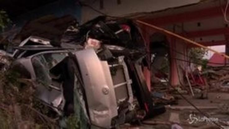 Tsunami in Indonesia, i morti sono centinaia
