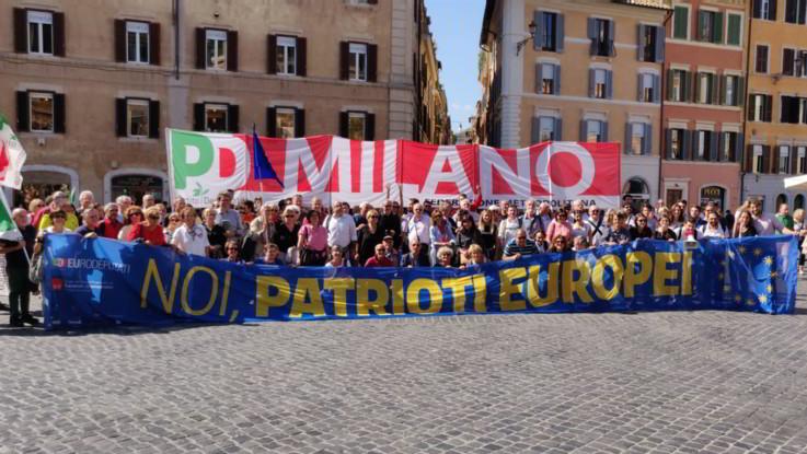 """Pd in piazza a Roma contro il governo Lega-M5S. Renzi: """"Stop deriva venezuelana di Di Maio e Salvini"""""""
