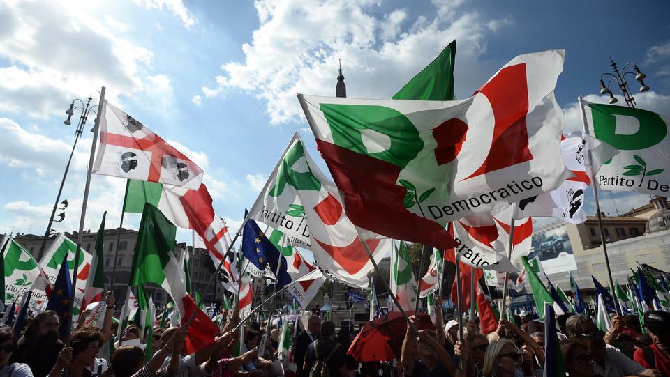 Bandiere e manifestanti ©