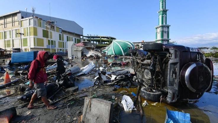 Sisma e tsunami in Indonesia, oltre 1.200 morti. Migliaia di bambini a rischio