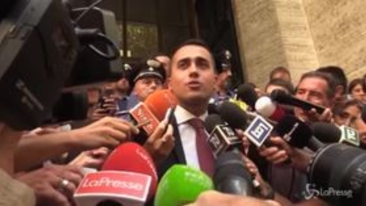 Di Maio contro Renzi nel giorno della manifestazione del Pd