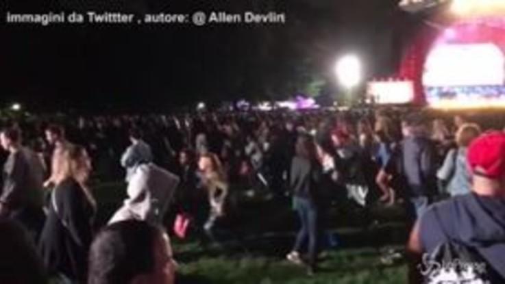 New York, cade transenna e folla in fuga teme attentato: panico al concerto a Central Park