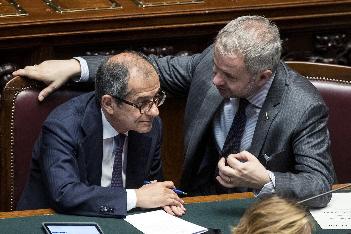 """Borghi: """"Con una nostra moneta risolveremmo molti problemi"""". L'euro precipita a 1,15 dollari"""
