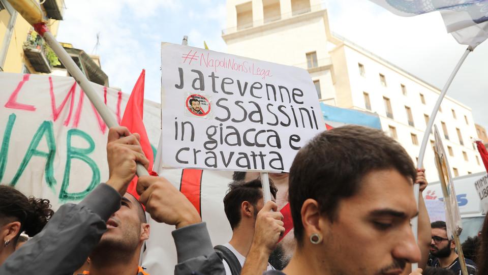 Uno dei cartelli dei manifestanti ©