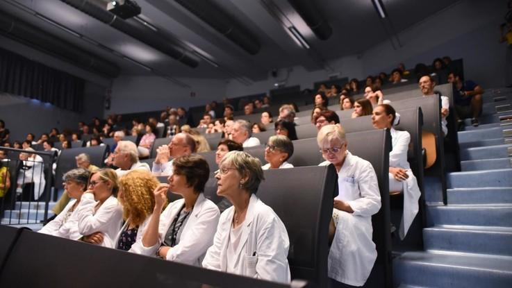 Pensioni, l'effetto esplosivo della 'quota 100' sui medici: 25mila in fuga
