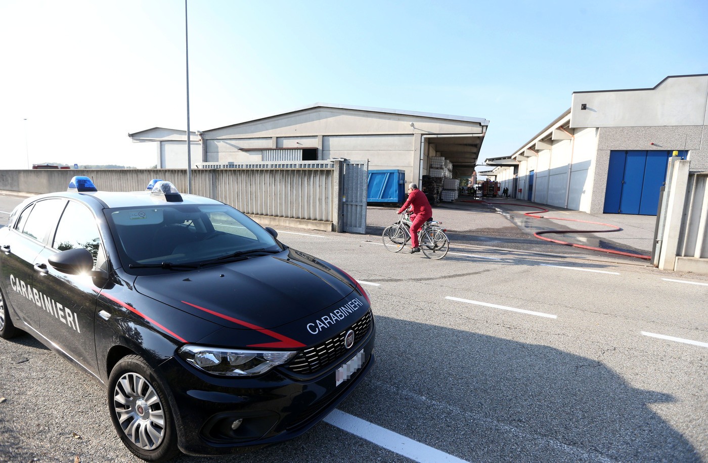 Perugia, trovato cadavere incappucciato in auto dopo una rapina in tabaccheria