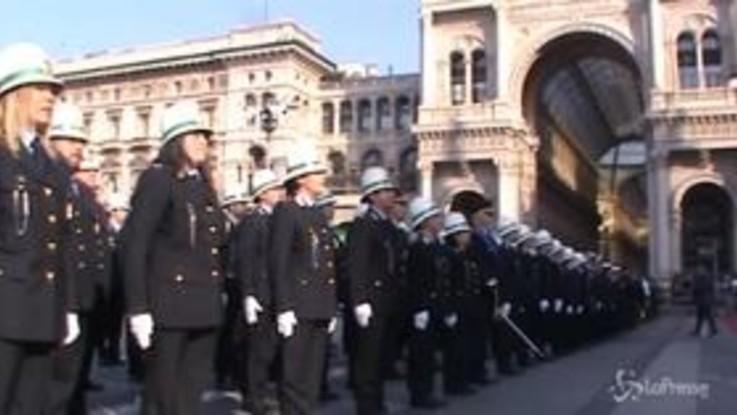 """Milano, la festa dei """"Ghisa"""" in piazza Duomo"""
