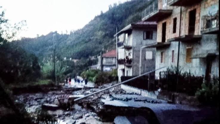 Maltempo in Calabria, trovati morti madre e figlio: disperso il fratellino