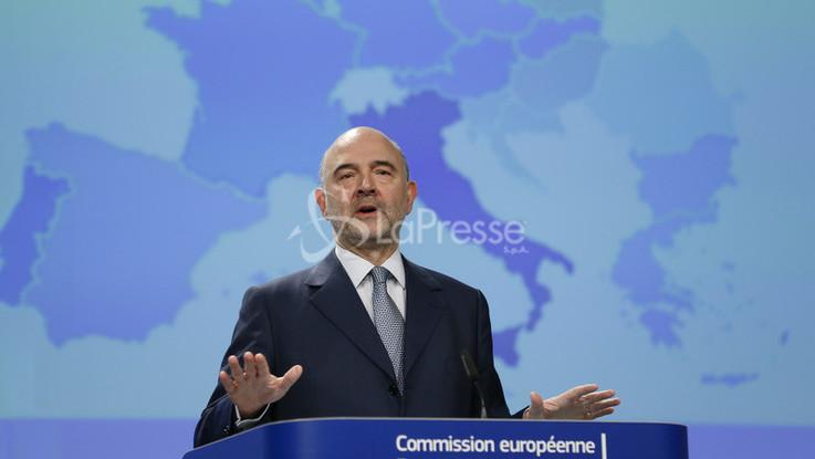 Def, l'Europa lo stronca ma Tria è ottimista. Nuovo scontro Salvini-Juncker