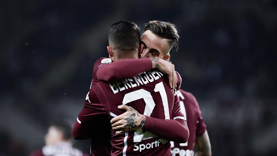 Berenguer abbraccia l'assist man del 3-2, Parigini ©
