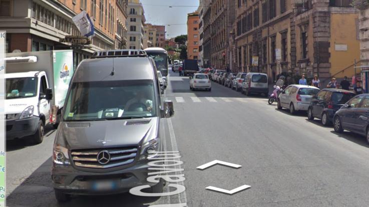 Roma, travolto e ucciso da un bus turistico