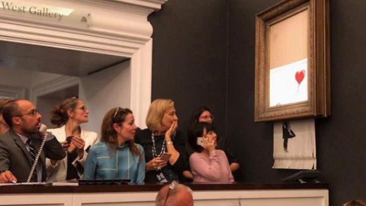 Opera di Banksy si autodistrugge dopo vendita all'asta per 1 milione di sterline