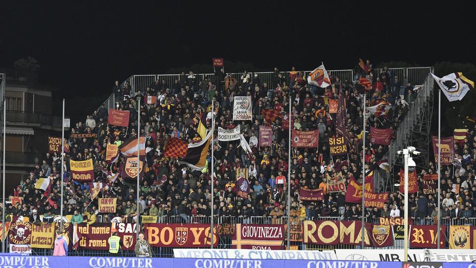 I tifosi giallorossi al Castellani fanno festa ©