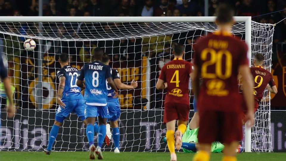 Dzeko segna il 2-0 nel finale ©
