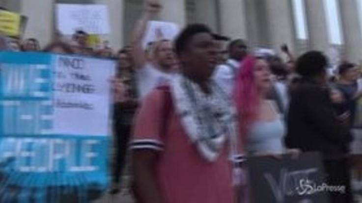 Washington, proteste davanti alla Corte Suprema dopo la conferma di Kavanaugh