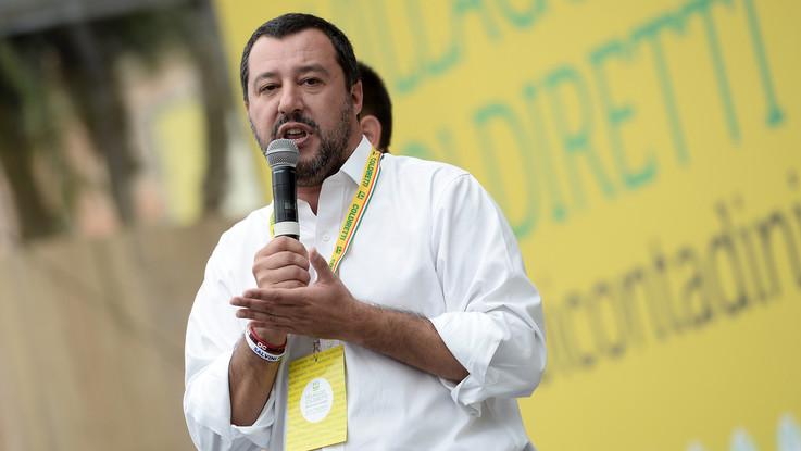 """Migranti rimandati in Italia dalla Germania, Salvini: """"Chiudiamo gli aeroporti"""""""