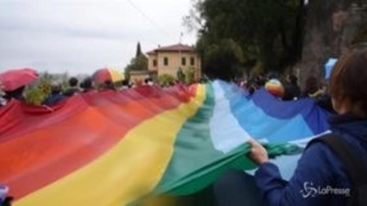 La marcia della pace Perugia-Assisi va avanti anche sotto la pioggia