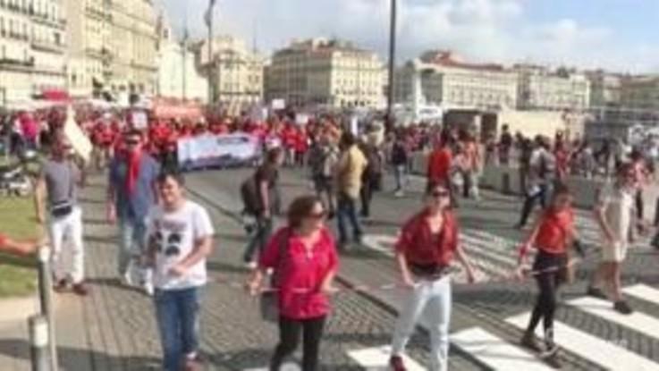 Migranti, a Marsiglia migliaia in corteo per dare solidarietà alla nave Aquarius
