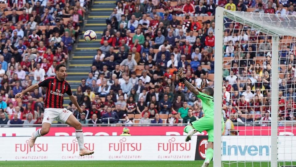 Bonaventura si divora un gol davanti a Sorrentino ©