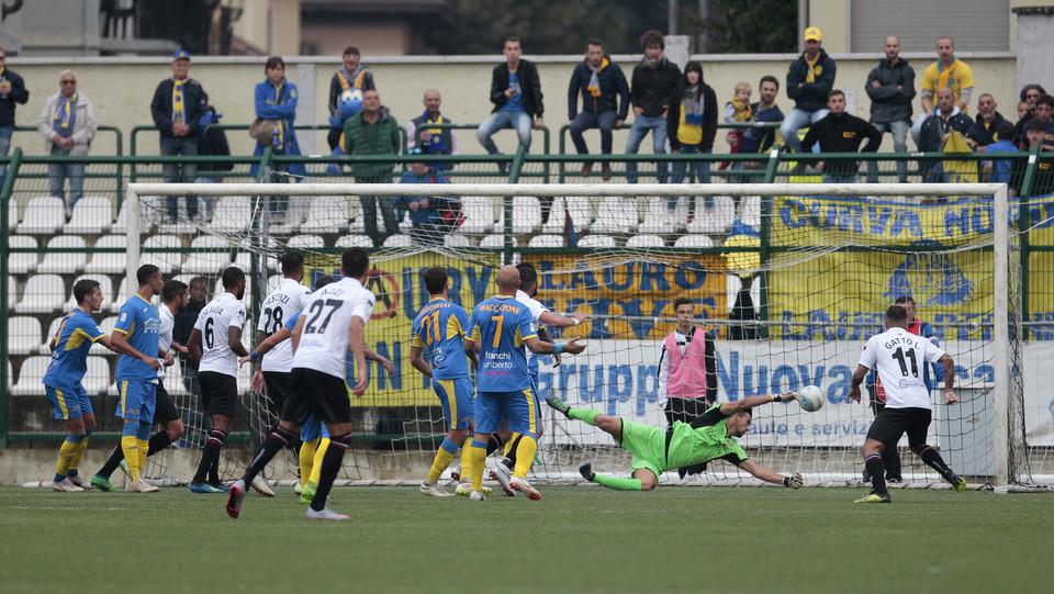 Pro Vercelli-Carrarese 3-1 - Claudio Morra firma tutti e tre i gol del Pro Vercelli ©