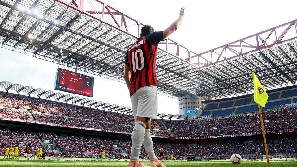 Gol annullato per fuorigioco a Calhanoglu, ma il suo Milan è comunque riuscito a vincere ©