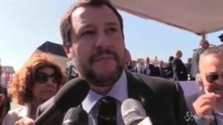 """Migranti, Salvini: """"Chiudo anche gli aeroporti"""""""