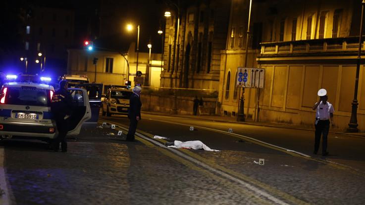 Padre e figlia investiti da un suv in centro a Roma: lui muore, lei è gravissima