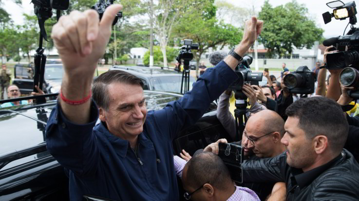 Elezioni in Brasile, Bolsonaro vince il primo turno con il 46%. Sarà ballottaggio con Haddad