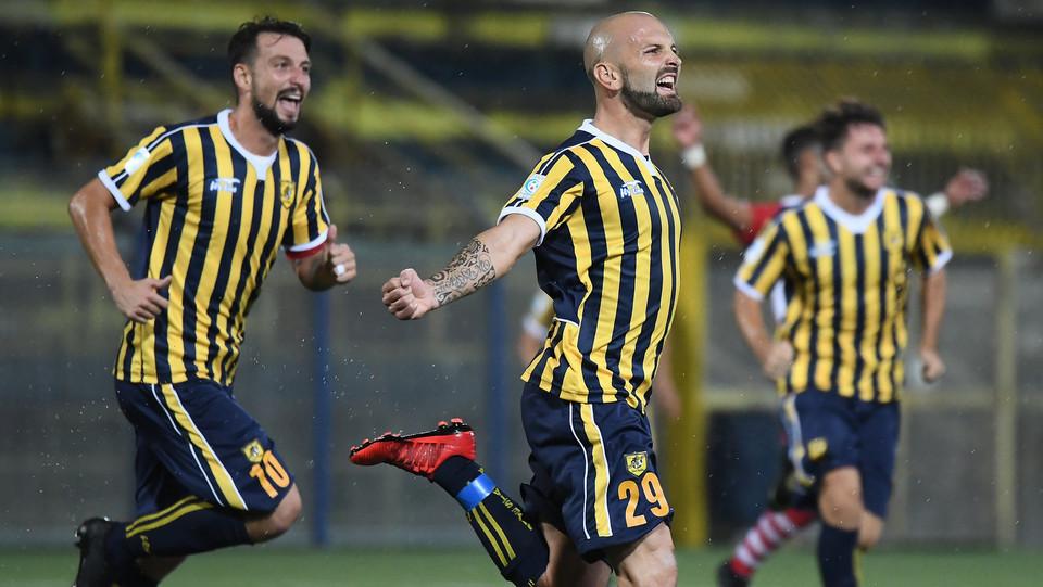 Juve Stabia - Rende Calcio 2-1 - Massimiliano Carlini (S.S. Juve Stabia) esulta dopo aver segnato la rete dell'1-0 ©