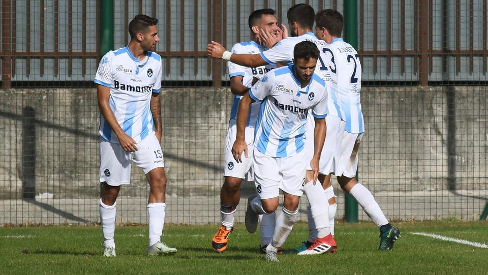 Giana Erminio - Rimini 2-2 -Perna esulta con i compagni ©