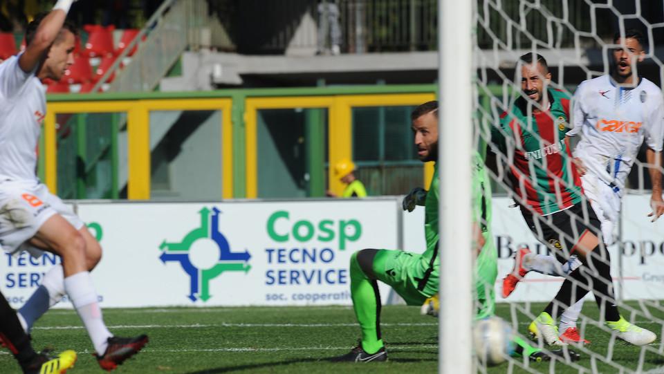 Ternana - Renate 1-1 - Il gol di Simonetti (Renate) ©