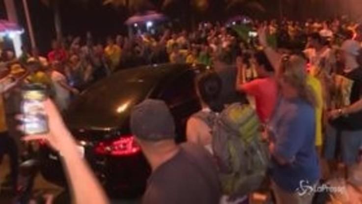 Elezioni Brasile: Bolsonaro vince primo turno, festeggiamenti in strada