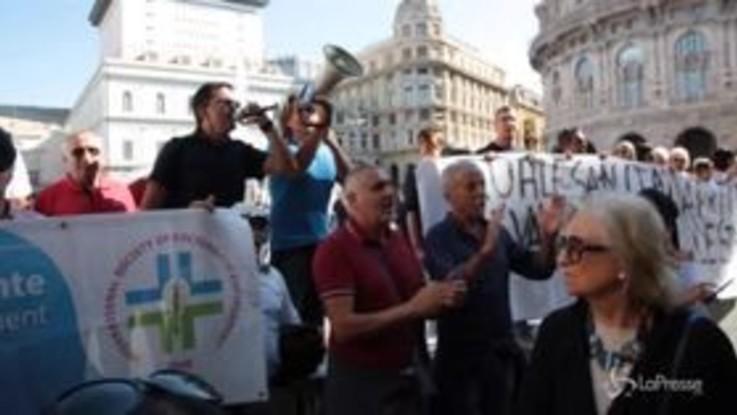 """Genova, Bucci contestato: """"Riapriremo le strade il più in fretta possibile"""""""