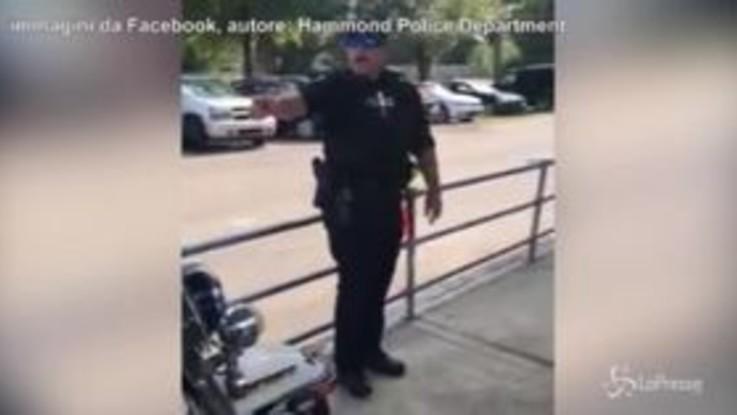 Usa, poliziotto ballerino: lo show davanti agli studenti