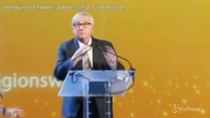La musica non si ferma, Juncker si mette a ballare sul palco di Bruxelles
